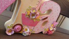 Nome  Lívia em MDF decorado com a  técnica de scrapdecor, letras  foradas com  papéis de scrapboook, flores feitas  a partir de  furadores. Menina  com  flores comprada  no site da silhuette Design. Lindas  flores.