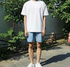 A-Shaped silhouette- white tee + denim shorts + white sneakers fashion moda, Korean Outfits, Short Outfits, Trendy Outfits, Mode Streetwear, Streetwear Fashion, Korean Fashion Men, Mens Fashion, Teen Boy Fashion, Fashion Check