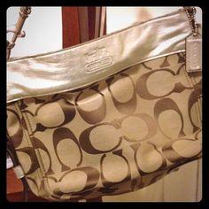 Coach purse Medium size coach shoulder purse Coach Bags Shoulder Bags