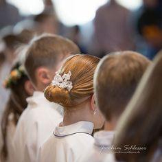 Frisuren an der #Erstkommunion in der Kirche.  #Erstkommunion #kirche #hair #child #childrensphotography #childrenphotography #Haar #Kind #Kinder #Portrait #portraitfotografie #portraitphotography #Familienfotografie #family #Familie #familyphotography #blogger #photographer #fotograf #picoftheday #Augsburg #München #Munich #Bayern #Bavaria #Göggingen