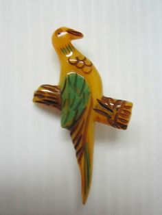 BIRD BAKELITE PIN VINTAGE Vintage Birds, Resin Jewelry, Beautiful Birds, Vintage Jewelry, Vintage Fashion, Carving, Antiques, Brooches, Whimsical