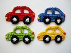 4 gehäkelte Autos