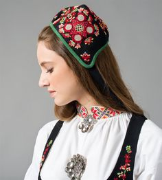 FolkCostume&Embroidery: Overview of Norwegian Costumes, part The eastern heartland Folk Costume, Costumes, Norwegian Clothing, Miss Dress, Headgear, Nye, Traditional Dresses, Embroidery Patterns, Norway