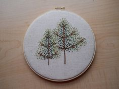 Adorable french knot embroidered trees by pennydreadfull on Craftster. Christmas Cross, Christmas Diy, Embroidery Stitches, Embroidery Ideas, Craft Images, Creative Textiles, Craft Tutorials, Craft Ideas, Do It Yourself Crafts
