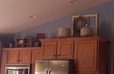 Jenn Claussen Hoffmann saved to window and crocks . Grape Kitchen Decor, Yellow Kitchen Decor, Farmhouse Kitchen Decor, Kitchen Redo, Kitchen Cupboards, Country Kitchen, Kitchen Remodel, Kitchen Ideas, Kitchen Design