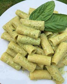 Think Food, I Love Food, Good Food, Yummy Food, Healthy Snacks, Healthy Eating, Healthy Recipes, Homemade Pesto, Food Goals