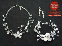 Collar y pulsera, técnica torsal con alambre de aluminio, cristal, perla natural y agata. Aretes con cristal y  perla natural.
