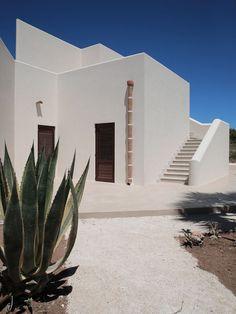 mediterranean homes exterior modern Mediterranean Architecture, Mediterranean Homes, Tuscan Homes, Design Exterior, Interior And Exterior, Minimalist Architecture, Interior Architecture, Italy Architecture, Desert Homes