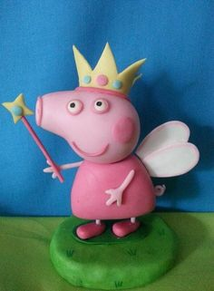 Adorno torta Hadita peppa pig Polymer Clay Crafts, Diy Clay, Peppa Pig Birthday Cake, Happy Birthday, Tortas Peppa Pig, Cupcake Cakes, Fondant Cakes, Pig Party, Fondant Figures