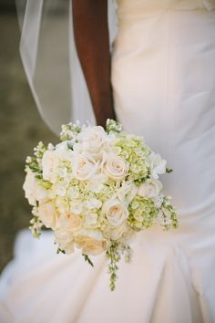 creamy rose + hydrangea bouquet | Ashley Seawell #wedding