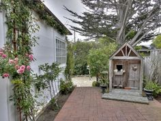 Carmel by the Sea 1920s Cottage - California Cottage Decorating Ideas