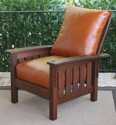 Woodworking project paper plan to build bow arm morris chair