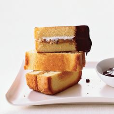 Peanut Butter Pound Cake S'mores | Easy holiday desserts include slow-cooker cheesecake and buttery vanilla shortbread. Plus more easy holiday desserts.