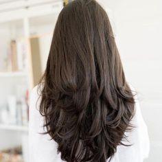 Long Hair V Cut, V Cut Hair, Haircuts For Long Hair With Layers, Haircuts Straight Hair, Hairdo For Long Hair, Haircuts For Medium Hair, Long Layered Haircuts, Girl Haircuts, Medium Hair Styles