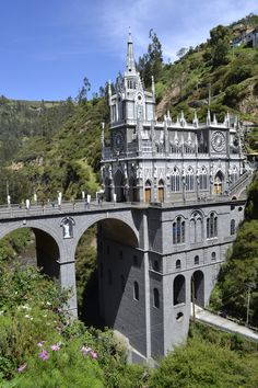 Las Lajas Cathedral located in southern Colombia Beautiful Sites, Beautiful Places, Places To Travel, Places To See, Beautiful Vacation Spots, Amazing Buildings, Place Of Worship, Wonders Of The World, South America