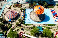 Fake Amusement Park Viral Video Shows Why We Can't Believe What We See Online Amusement Park Rides, Chicago River, Lake Michigan, Lake View, Triathlon, Viral Videos, Fun Activities, Family Travel, Swimming Pools