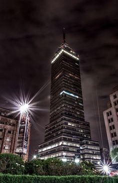 La Torre Latinoamericana es considerado uno de los edificios más emblemáticos de la Ciudad de México, fue diseñada por el arquitecto mexicano Augusto H. Álvarez. Con una altura de 182 metros y 44 pisos, funciona como centro de oficinas para diferentes empresas, se encuentra un museo en el piso 38 y los 3 últimos pisos funcionan como mirador, donde se pueden obtener excelentes vistas de la ciudad.