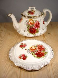 Victorian Roses Ena Teapot & Stand