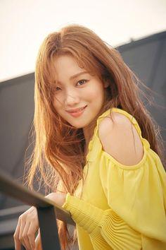 Lee sung kyung 2019 - Korean Magazine - Far East Models Lee Sung Kyung Makeup, Lee Sung Kyung Photoshoot, Lee Sung Kyung Fashion, Nam Joo Hyuk Lee Sung Kyung, Lee Sung Kyung Style, Korean Actresses, Korean Actors, Actors & Actresses, Girl Actors