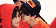 JIMIN KISSED TAE AND THEY DYING IM DYING SO CUTE