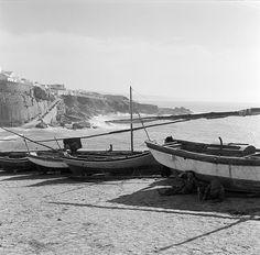Barcos de pesca, Ericeira, Portugal Fotógrafo: Estúdio Horácio Novais. Fotografia sem data. Produzida durante a actividade do Estúdio Horácio Novais, 1930-1980.