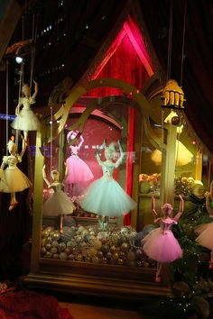 The Best Holiday Windows Displays of 2014 - Department Store Holiday Windows - Elle