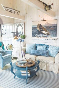 Beach Cottage Living Room Idea Beautiful Rustic Maine Seaside Cottage Interiors In 2020 Cottage Style Living Room, Beach Cottage Style, Coastal Living Rooms, Beach Cottage Decor, Coastal Cottage, Home Interior, Interior Design Living Room, Living Room Decor, Coastal Style