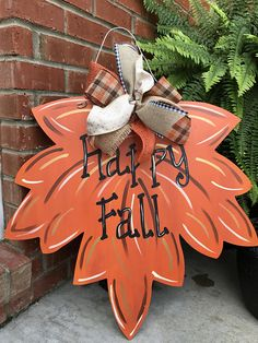32 Inspiring DIY Fall Home Decoration Ideas - It's that time of year again! Add some warmth and spice to your home by capturing the feel of the season with these five fun DIY fall decorations for . Fall Halloween, Halloween Crafts, Holiday Crafts, Halloween Decorations, Fall Decorations, Halloween Tags, Diy Fall Wreath, Fall Wreaths, Fall Door Hangers
