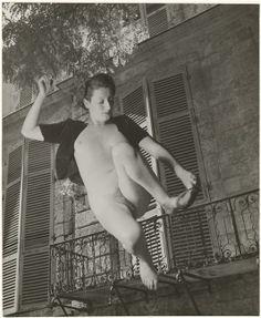 Marcel Bovis(1904-1997) . Nu féminin et façade d'immeuble. Photomontage