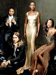 The annual Vanity Fair Hollywood Issue photographed by Annie Leibovitz. Chadwick Boseman, Jared Leto, Lupita Nyong'o and Naomie Harris Annie Leibovitz Photos, Annie Leibovitz Photography, Famous Photographers, Portrait Photographers, Vanity Fair Hollywood Issue, Vanity Fair Magazine, Glamour, Poses, Gold Dress