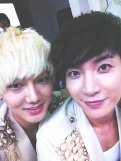 Yesung and Leeteuk of Super Junior (슈퍼주니어)