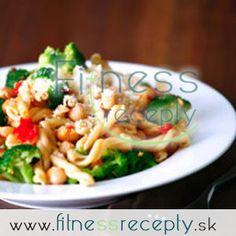 Cestovinový šalát s cícerom Salad Dressing, Pasta Salad, Meat, Chicken, Ethnic Recipes, Dip, Food, Fitness, Bulgur
