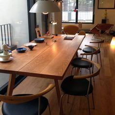 레드오크 대형 원목테이블 : 네이버 블로그 Studio Interior, Apartment Interior, Best Interior, Modern Interior Design, Style At Home, Dining Corner, Dining Table Chairs, Home Living Room, Furniture Decor