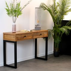 Meuble console en bois recyclé. Fabriquée en bois et métal, cette console possède 2 tiroirs pratiques pour y ranger vos objets. Vous pouvez l'installer dans l'entrée, dans votre salon ou votre chambre. Son style industriel s'affirme grâce au bois brut recyclé utilisé pour sa fabrication. Dimensions utiles : 120x40cm, hauteur totale de 79cm. La console BRISBANE peut être mariée avec tous les autres meubles de la collection pour une ambiance campagne industrielle dans votre intérieur. Brisbane, Office Desk, Entryway Tables, Recycling, Room, Dimensions, Ranger, Furniture, Home Decor