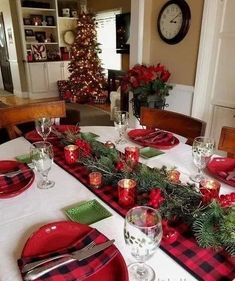 weihnachten tischdekoration 35 Stunning Christmas Table Centerpieces Best For Your Dining Room Decor, Christmas Dining Table, Christmas Table Centerpieces, Christmas Table Settings, Farmhouse Christmas Decor, Christmas Tablescapes, Rustic Christmas, Christmas Home, Christmas Holidays, Plaid Christmas