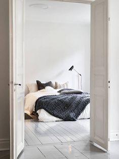 Dormitorio en Blanco y Negro, con mucha luz natural