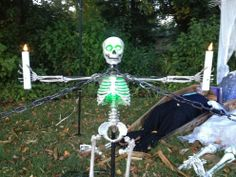 Last year we needed something to kind of fence off the areas of the yard that didn't have the PVC fence sections to keep people from walking onto the grass. Halloween Fence, Halloween Diy, Pretty Good, How To Look Pretty, Fence Sections, Fence Posts, Scarecrows, Victorian Steampunk, Skeletons