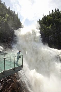 Observez la #chute du belvédère. #Saguenay_Lac