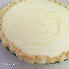 CREAM CHEESE LEMONADE PIE - For the Creamy Pie 1 5 oz can Evaporated milk 1 box of instant lemon pudding mix, one small box 2 packages of cream cheese ¾ cup frozen lemonade … Lemon Desserts, Lemon Recipes, Köstliche Desserts, Pie Recipes, Easy Recipes, Family Recipes, Delicious Recipes, Healthy Recipes, Recipies