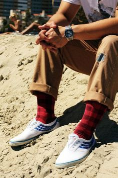 The breadwinner brings home the bacon, and is the oak tree in the middle of the storm. Gain strength from these buffalo plaid socks. Red Socks, Men's Socks, Tom Ford Men, Its A Mans World, Dapper Gentleman, Fashion Updates, Sock Shoes, Jean Outfits, Mens Fitness