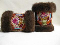 Muffedisser i mink. Handcuffs in mink with old Indian embroidery from Rajastan. Handmade by Jane Eberlein, Samarkand, Copenhagen, Denmark. www.samarkand.dk
