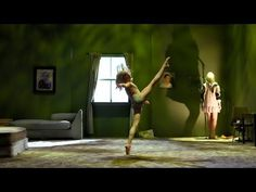 Sia Performs 'Chandelier' LOVED this PERFORMANCE! The young lady's performance....Bravo! :) She know She BAD! <3
