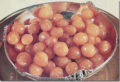 Lebanese sweets, Dough Balls in Syrup, Awwamat Arabic sweets Lebanese . Ramadan Desserts, Ramadan Recipes, Köstliche Desserts, Delicious Desserts, Yummy Food, Healthy Food, Arabic Dessert, Arabic Sweets, Arabic Food
