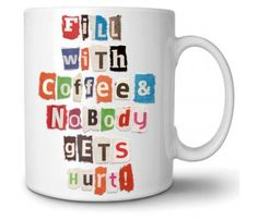 Jeden Morgen eine andere Botschaft auf der Tasse mit Buchstaben, die aussehen wie aus einer Zeitschrift ausgeschnitten | #radbag #kaffeetasse #teetasse