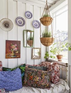 Boho Style in Dekoration: Fotos & Referenzen! Bohemian Interior, Bohemian Decor, Deco Boheme Chic, Casas Shabby Chic, Plant Basket, Basket Planters, Boho Stil, Granny Chic, Interior Decorating