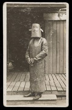 Radiographer during the First World War: Is a doctor who wears an outfit made of lead during  sessions of x-ray-ing  the wounded.  Doctors spent their days in the halls of radios and was the radio chain and at the time they knew already the risk of overexposure to radiation.