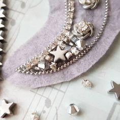 ☄Это ВОЛШЕБСТВО!☄ . Чувствую себя феей, которая превращает одинокие бисеринки и бусинки в нечто невероятно красивое! Эта брошь должна стать моей лучшей работой, я уже в нее влюблена! Звездочки из гематита, кристаллы и бусины Swarovsky, невероятный космический бисер, трунцал и канитель и огромная волна вдохновения! Как думаете, что это будет? . . . #beadedjewellery #beadedembroidery #embroidery #beads #бисер #вышивка #вышивкабисером #брошь #брошка #вышитаяброшь #брошьизбисера #beadedbrooch…