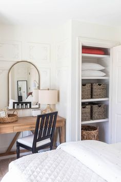 Guest Bedroom Closet Makeover - Closet Renovation Wire Shelving, Wood Shelves, Craft Projects For Kids, Wood Projects, Closet Renovation, Closet Bedroom, Ana White, Vintage Farmhouse, Custom Wood