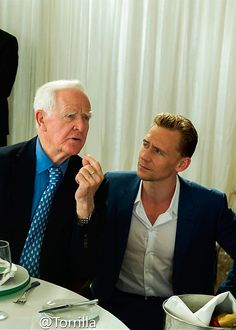 """John Le Carré & Tom Hiddleston. Photo from """"The Night Manager: The Insider's Guide"""", ibook available here: https://itunes.apple.com/gb/book/night-manager-insiders-guide/id1088691669 Full size image: http://ww3.sinaimg.cn/large/6e14d388gw1f1oq4ew8bxj21kw11xdpt.jpg Via Torrilla, Weibo"""