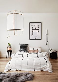 Awesome 42 White Master Bedroom Ideas with Accents Art http://decoraiso.com/index.php/2018/05/28/42-white-master-bedroom-ideas-with-accents-art/